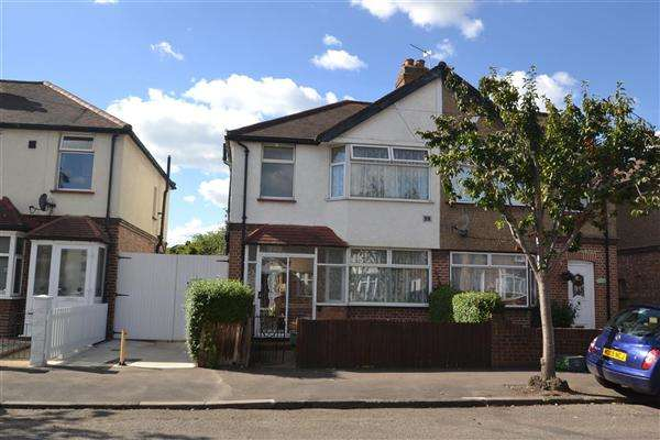 3 Bedrooms Semi Detached House for sale in Buckingham Avenue, Feltham