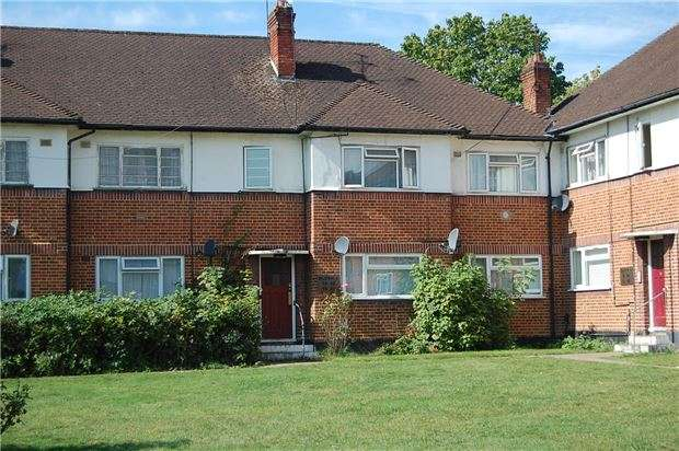 2 Bedrooms Maisonette Flat for sale in Third Avenue, WEMBLEY, Middlesex, HA9 8QE