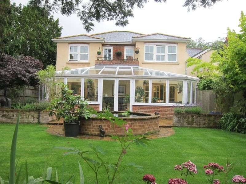 4 Bedrooms Detached House for sale in Victoria Street, Englefield Green, Egham