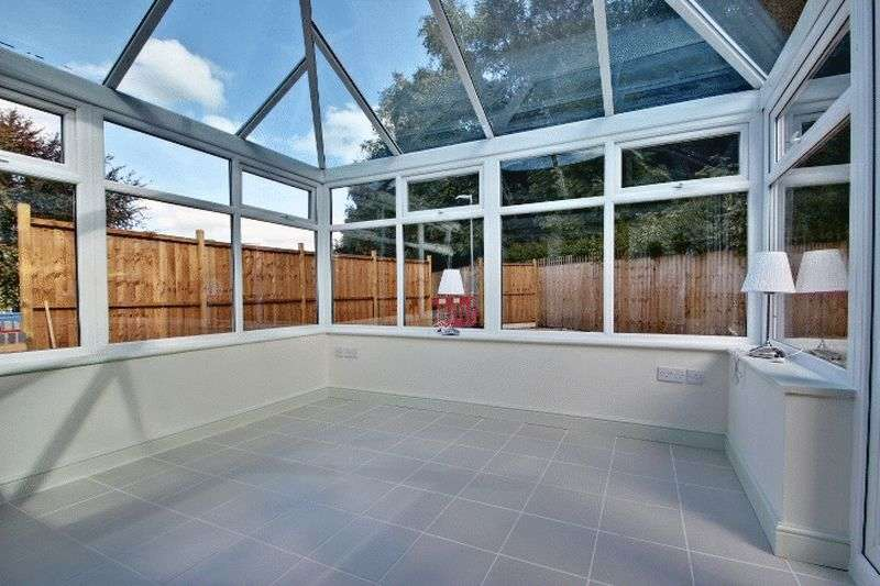2 Bedrooms Detached Bungalow for sale in Long Row, Kidsgrove