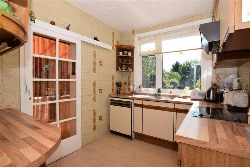 3 Bedrooms Semi Detached House for sale in Keswick Avenue, Hornchurch, Essex