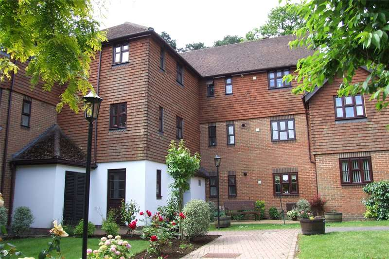 2 Bedrooms Flat for sale in Primrose Walk, Fleet, GU51