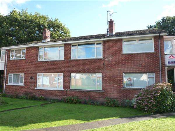 2 Bedrooms Maisonette Flat for sale in Clos Hendre, Rhiwbina, Cardiff