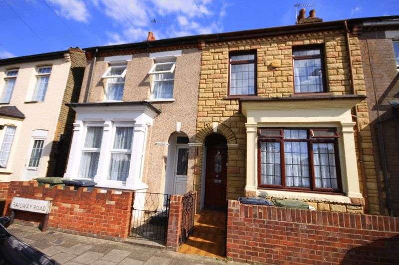 3 Bedrooms Terraced House for sale in Railway Road, Waltham Cross, EN8