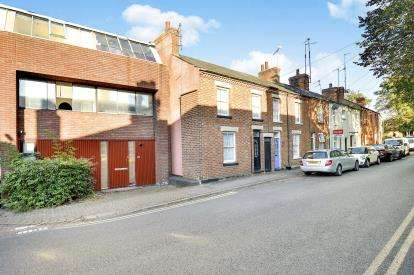 5 Bedrooms Terraced House for sale in Silver Street, Stony Stratford, Milton Keynes