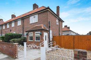 3 Bedrooms End Of Terrace House for sale in Valeswood Road, Bromley, .