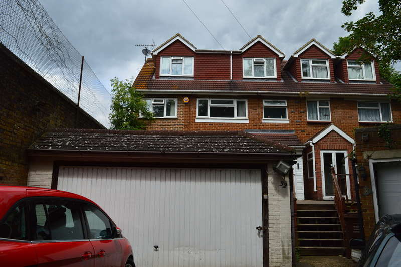 6 Bedrooms Semi Detached House for sale in Gilingham, Kent