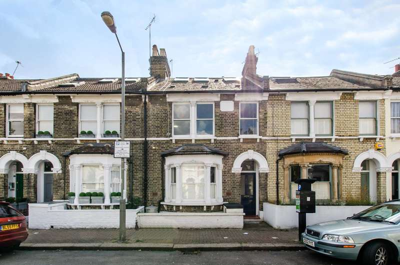 2 Bedrooms Flat for sale in Shuttleworth Road, Battersea Park, SW11