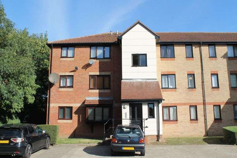1 Bedroom Flat for sale in Magpie Close, Enfield