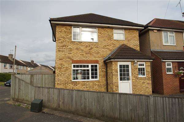 3 Bedrooms Detached House for sale in Oldway Lane, Cippenham, Slough
