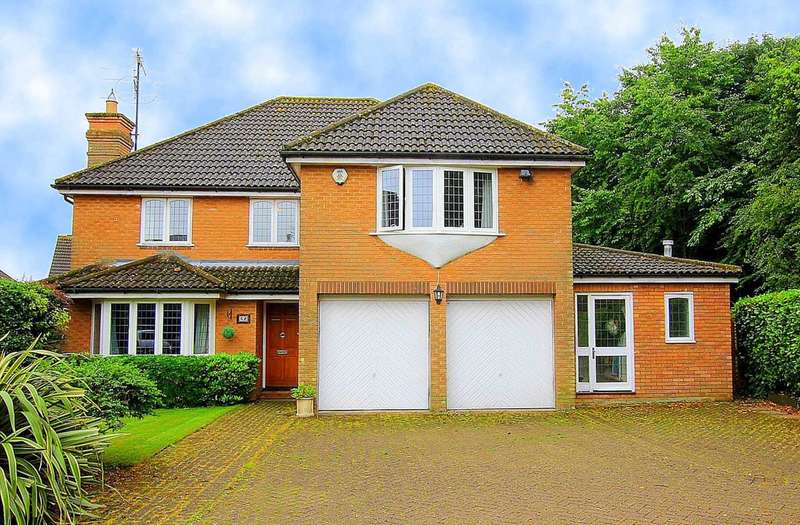 5 Bedrooms Detached House for sale in 5 BED IN THE COPSE, Fields End, HP1