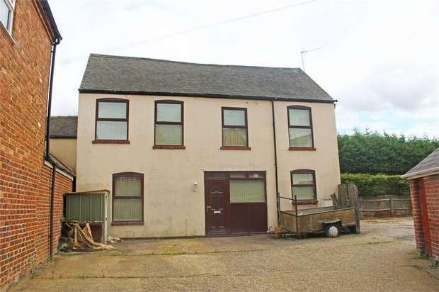 3 Bedrooms Detached House for sale in Castle Road, Castle Gresley, Swadlincote, Derbyshire