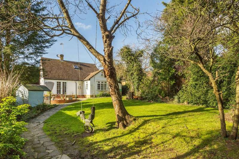 4 Bedrooms Detached House for sale in Eastbourne Road, South Godstone