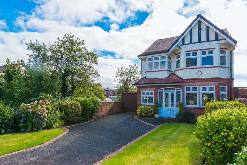 4 Bedrooms Detached House for sale in Roe Lane, Southport
