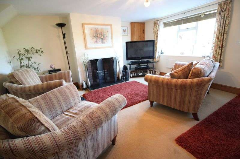 2 Bedrooms Terraced House for sale in The Green, Dunham-on-Trent