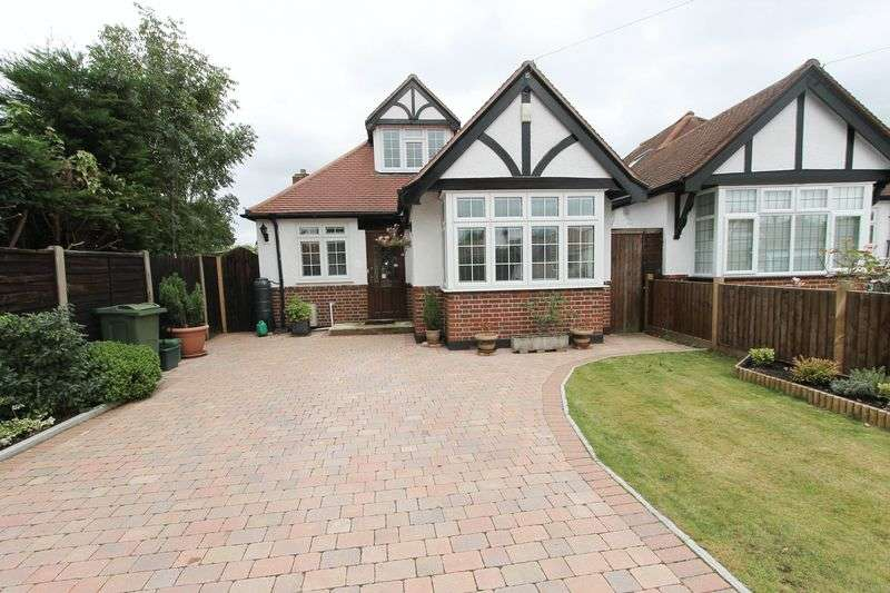 4 Bedrooms Detached Bungalow for sale in The Warren, Worcester Park