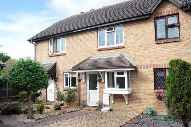 2 Bedrooms Terraced House for sale in Kendal Close, Littlehampton, West Sussex, BN17