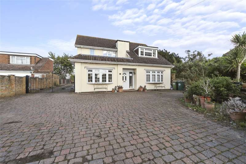3 Bedrooms Detached House for sale in Charlton Road, Shepperton, Surrey, TW17