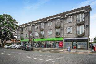 1 Bedroom Flat for sale in Raglan Precinct, Town End, Caterham, Surrey