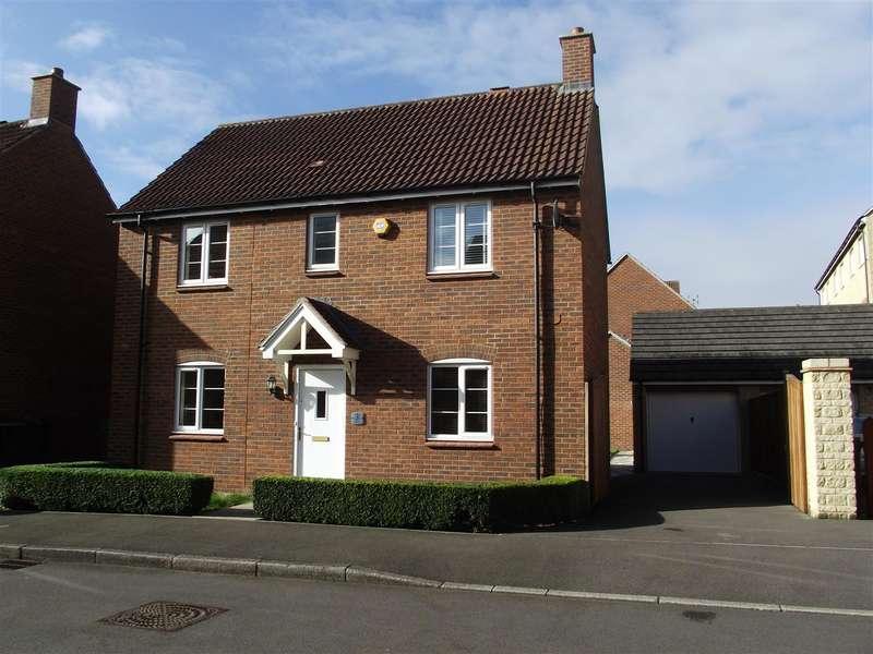 3 Bedrooms Property for sale in Merlin Road, Calne