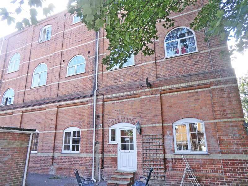 2 Bedrooms Flat for sale in The Warehouse, Bournemouth, Dorset