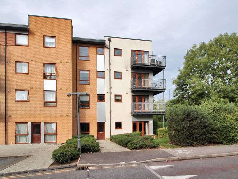 2 Bedrooms Maisonette Flat for sale in Commonwealth Drive, Three Bridges, Crawley, West Sussex