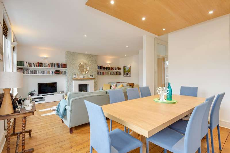 2 Bedrooms Flat for sale in Greencroft Gardens, South Hampstead