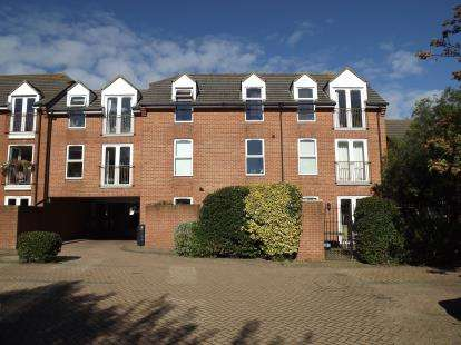 2 Bedrooms Flat for sale in 50 Barrack Road, Christchurch, Dorset