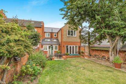 3 Bedrooms End Of Terrace House for sale in Loyd Road, Abington, Northampton, Northamptonshire