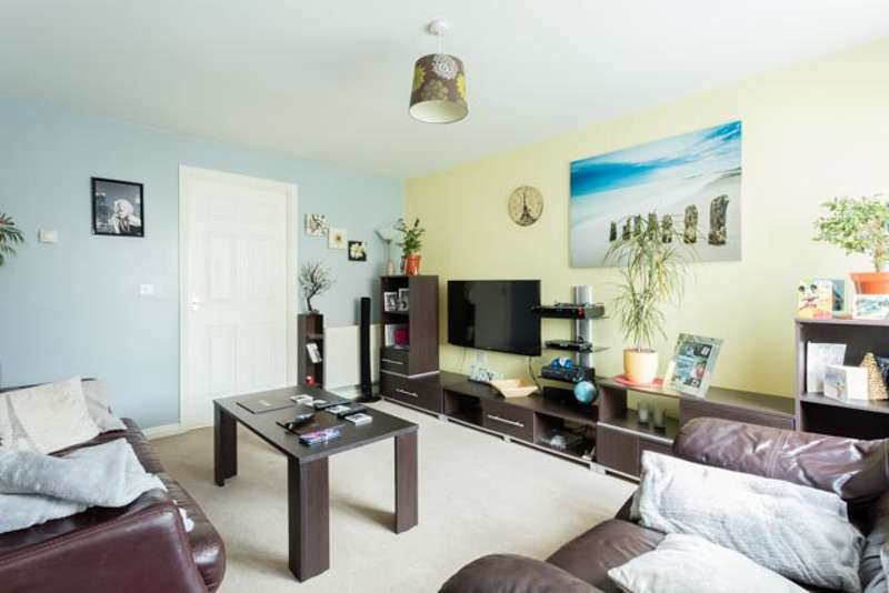 3 Bedrooms Detached House for sale in Walstow Crescent, Doncaster, South Yorkshire, DN3