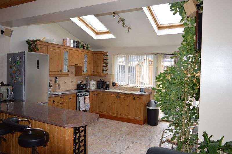 2 Bedrooms Terraced House for sale in Bank Street, Golborne, WA3 3SA