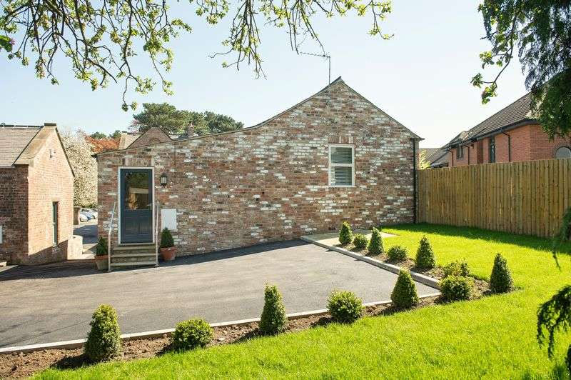 2 Bedrooms Detached House for sale in Hemsworth Walk, Ripon