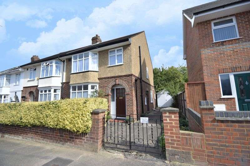 3 Bedrooms Terraced House for sale in St Lawrence Avenue, Luton