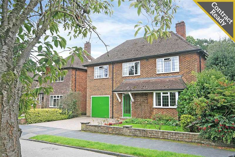 5 Bedrooms Detached House for sale in Nicholas Gardens, Pyrford, Surrey, GU22