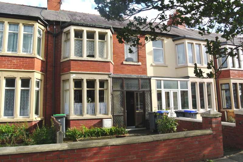 3 Bedrooms House for sale in Marton Drive, Blackpool, FY4 3EU