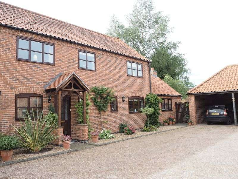 3 Bedrooms Semi Detached House for sale in Horseshoe Cottages, Collingham, Newark