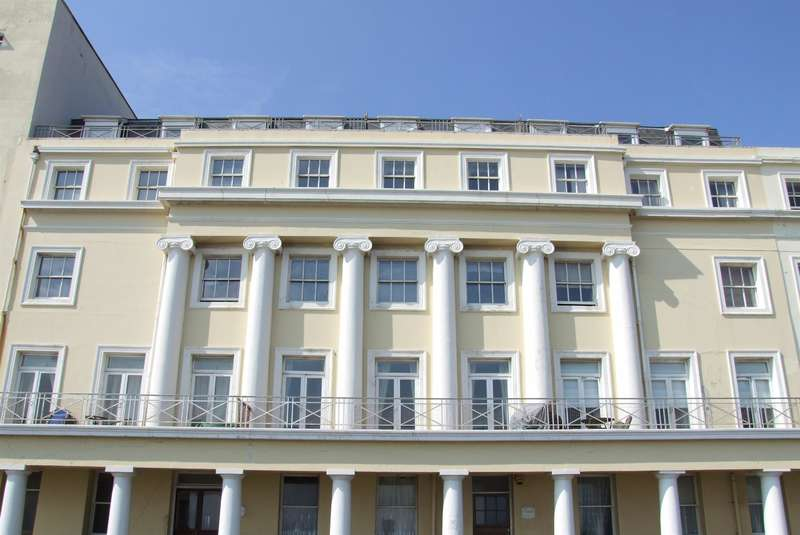 1 Bedroom Flat for sale in The Colonnade, Marina, East Sussex, TN38 0BG