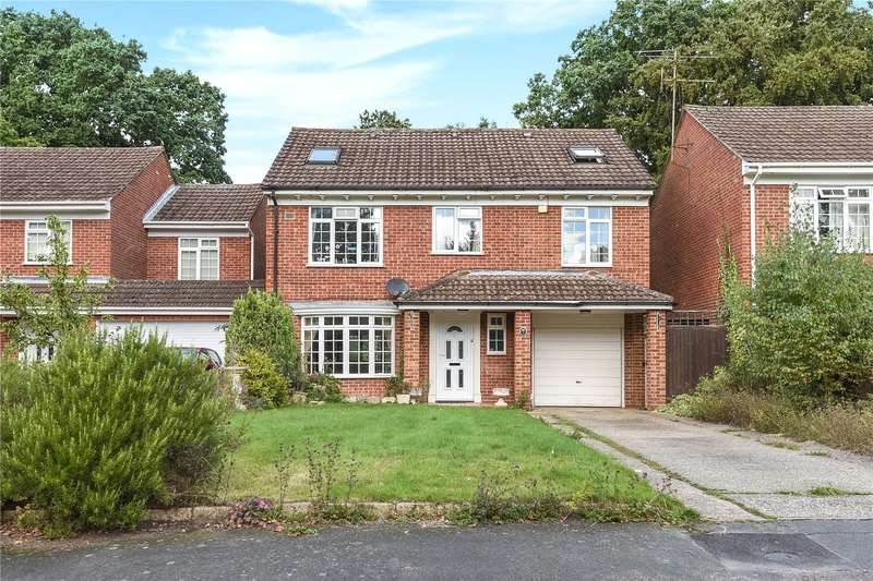 5 Bedrooms Detached House for sale in Woburn Close, Frimley, Camberley, Surrey, GU16