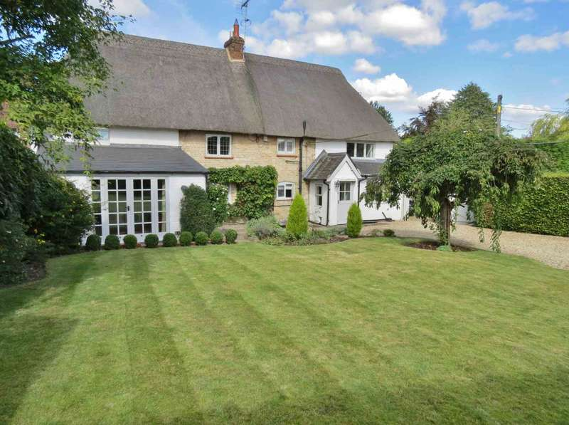 4 Bedrooms Detached House for sale in Collingbourne Ducis