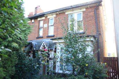 3 Bedrooms Semi Detached House for sale in Bedford Road, Kempston, Bedford, Bedfordshire
