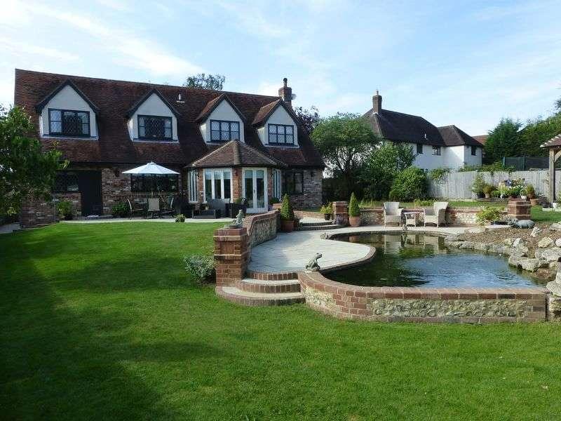 4 Bedrooms Detached House for sale in Tye Green Village, Harlow, Essex