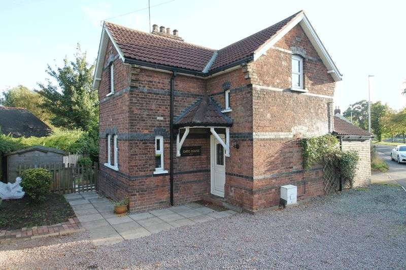 3 Bedrooms Semi Detached House for sale in Cowbit Road, Spalding