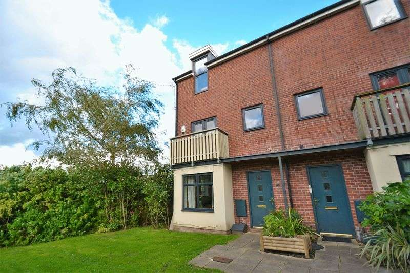3 Bedrooms Terraced House for sale in Queensmere Drive, Swinton