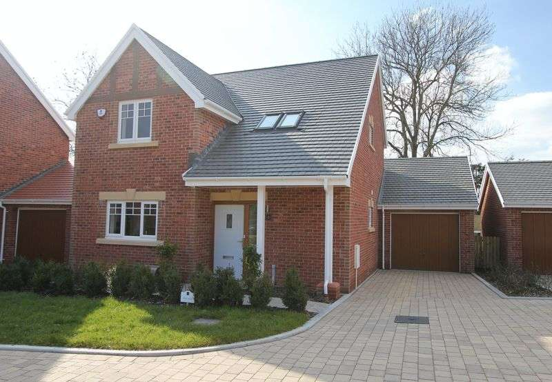3 Bedrooms Detached House for sale in 2 KNOLL GARDENS, Brecon Road, Abergavenny
