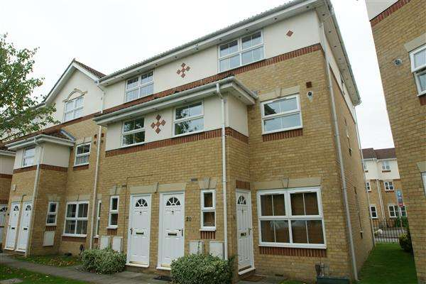 3 Bedrooms Maisonette Flat for sale in Manor Court, Cippenham, Slough