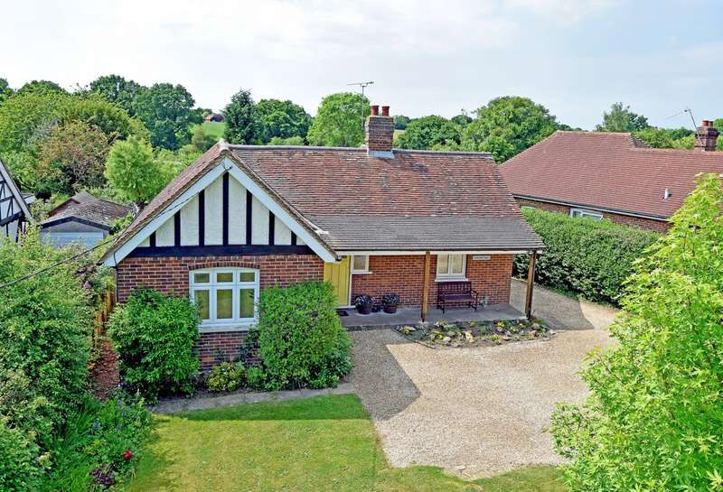 3 Bedrooms Detached Bungalow for sale in Guildford Road, Loxwood, RH14