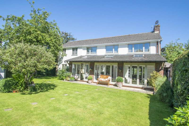 5 Bedrooms Detached House for sale in Goring Road, Woodcote, RG8