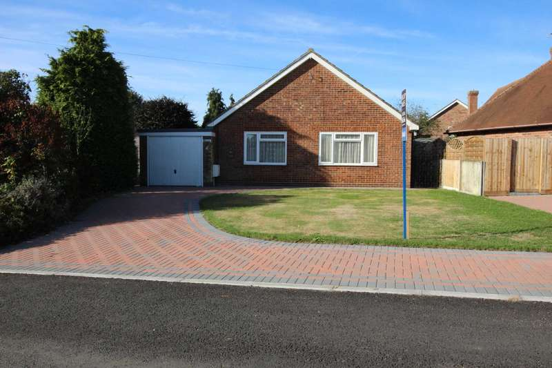 3 Bedrooms Detached Bungalow for sale in Blue Road, Tiptree