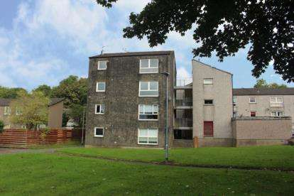 3 Bedrooms Flat for sale in Hazel Road, Cumbernauld