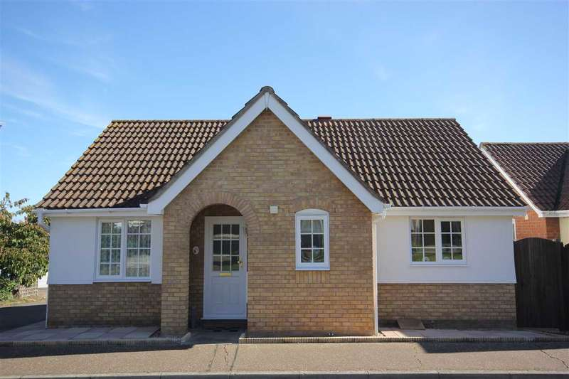 2 Bedrooms Detached Bungalow for sale in Hawthorn Close, Halstead